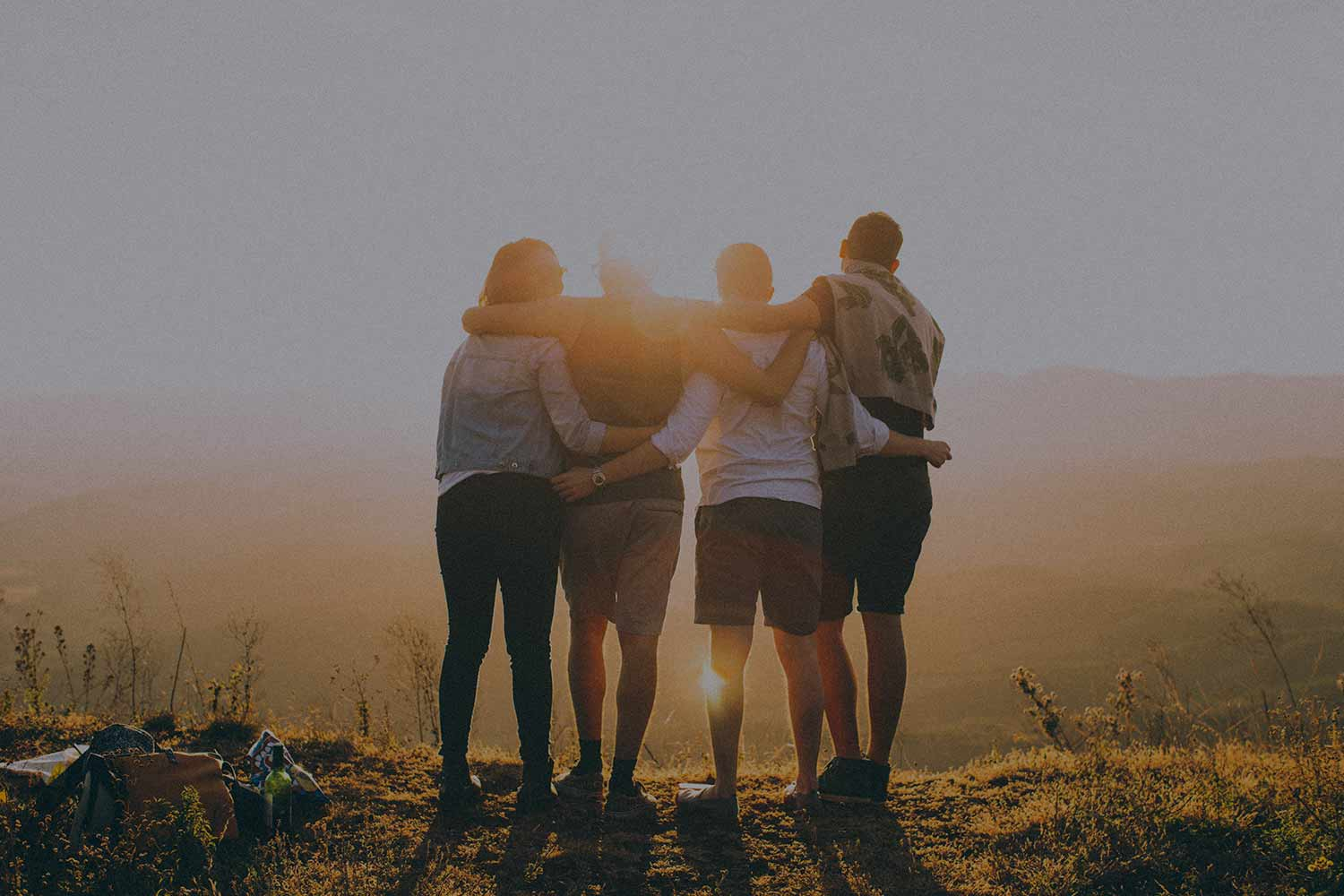 4-friends-arm-in-arm-by-the-sunset.jpg