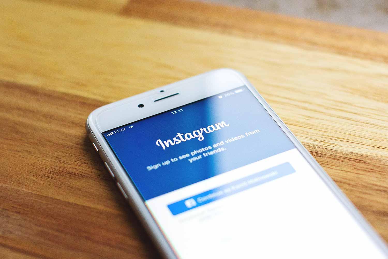 instagram-phone.jpg