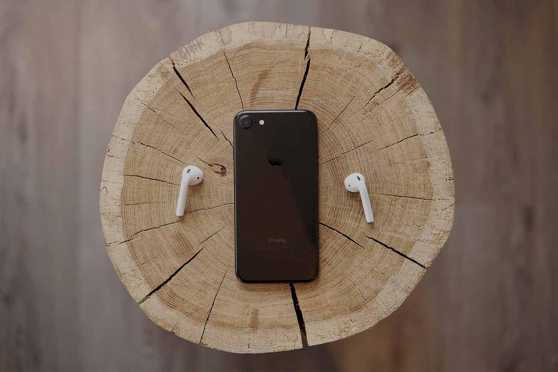 iphone-on-a-tree-trunk.jpg