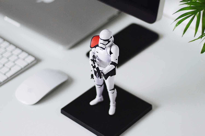 figure-robo-on-trackpad