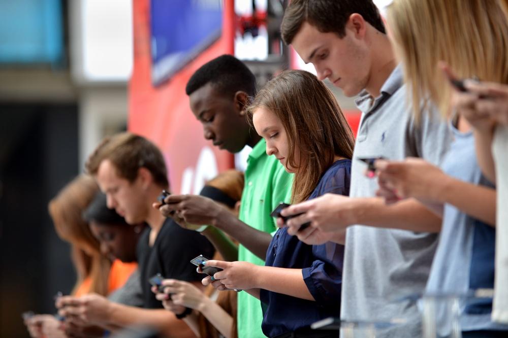 millenialls-on-phones.jpg