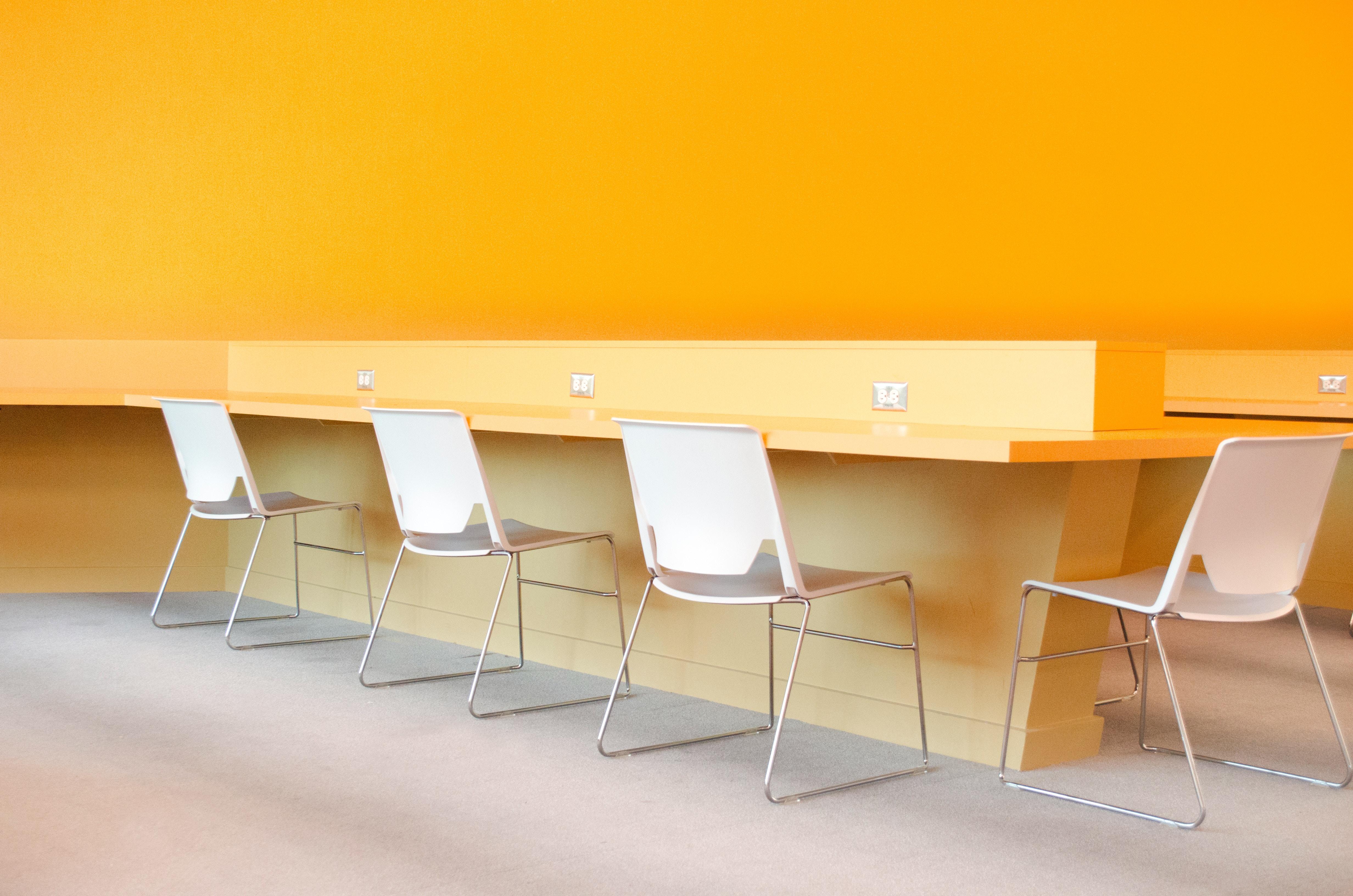 pacific-office-interiors-581359-unsplash